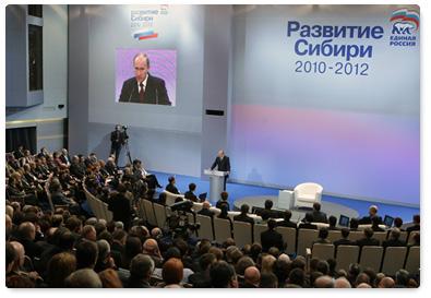 Председатель Правительства Российской Федерации В.В.Путин, находящийся с рабочей поездкой в Сибирском